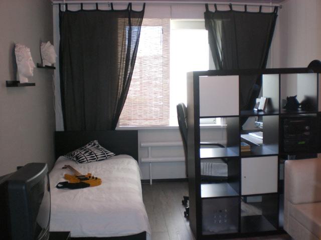 Подростковая комната в черно-белом цвете