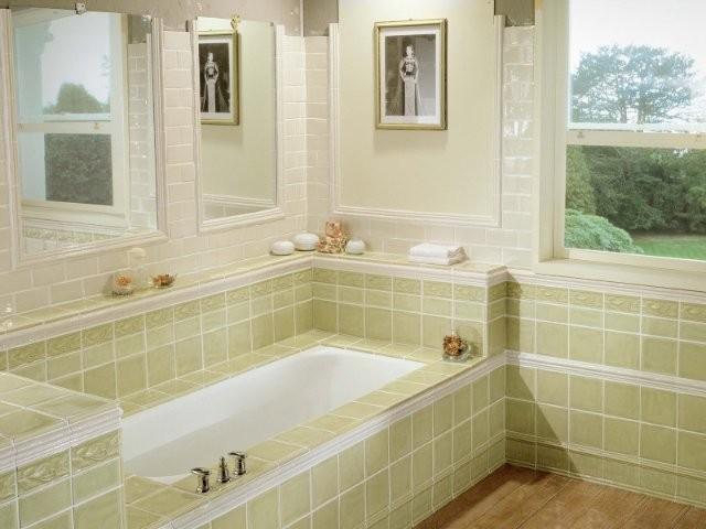 Красивый вид из окна ванной