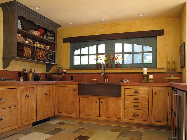 Стены кухни со штукатуркой