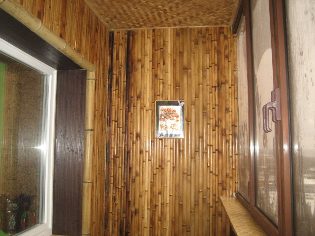 Бамбуковые на балконе