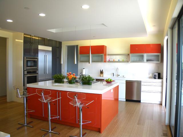 Интерьер кухни в стиле хайтек