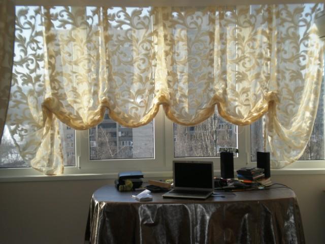 Австрийские шторы в гостиной