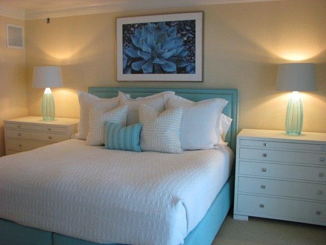 дизайн спальни в бежево-голубом