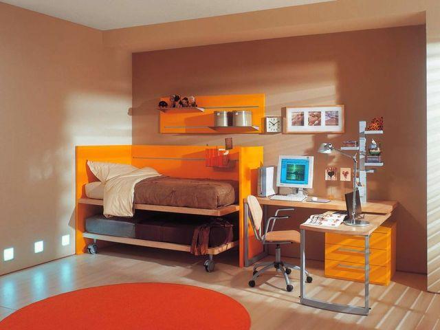 минималистичная комната в персиковом цвете