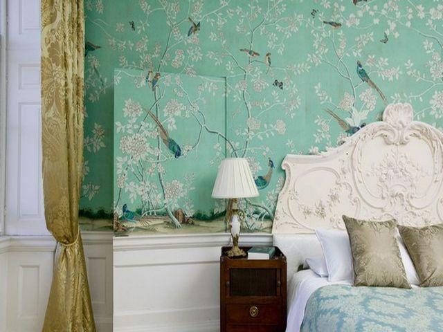 бирюзовые обои в спальне помогут уснуть
