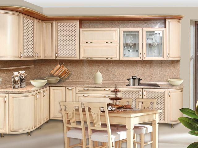 массивный кухонный гарнитур молочного оттенка
