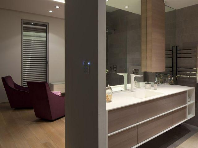 ванная в серо-коричневых цветах выглядит оригинально!