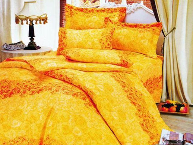 желтое постельное белье отлично украсит интерьер спальни