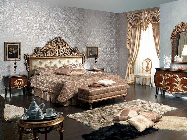 роскошная кровать в интерьере классической спальни