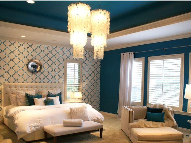 Синяя с бежевым спальня