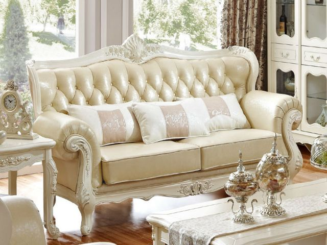 Обивка дивана, выполненного во французском стиле