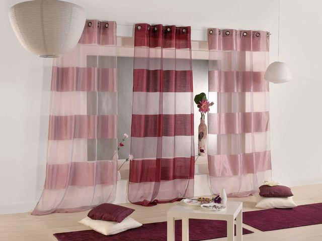 полосатые шторы из дорогой ткани в гостиной