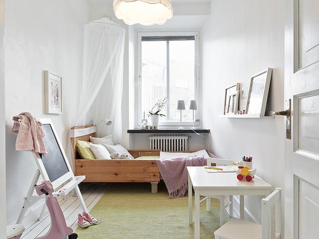 деревянная мебель в урбанистической спальне