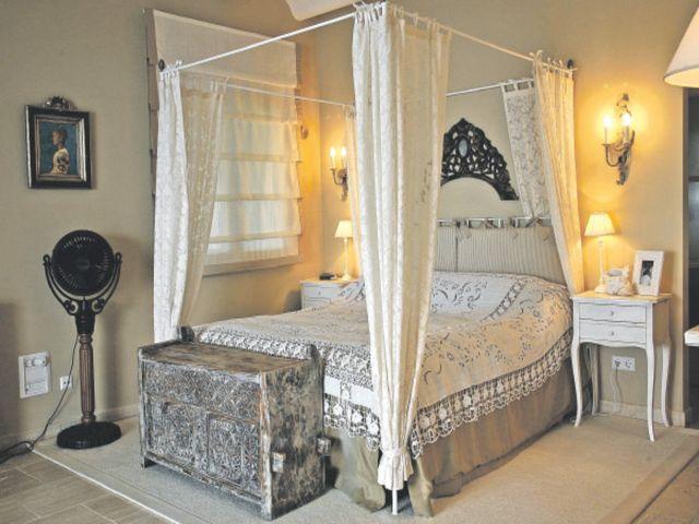 испанская кровать с балдахином