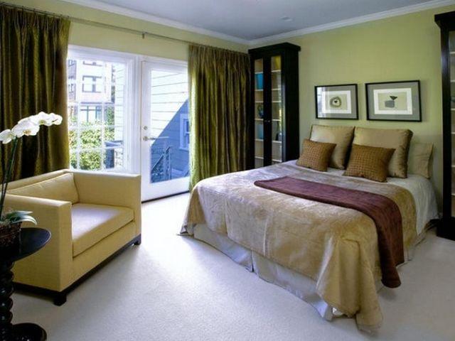 сочетание оливкового и горчичного в спальне