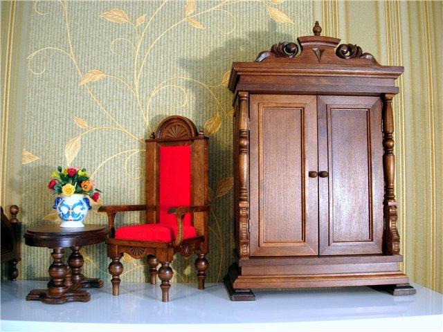 винтажная мебель в антикварной лавке