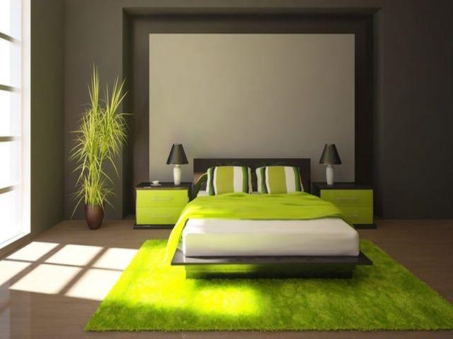 уютная спальня с использованием зеленого и горчичного