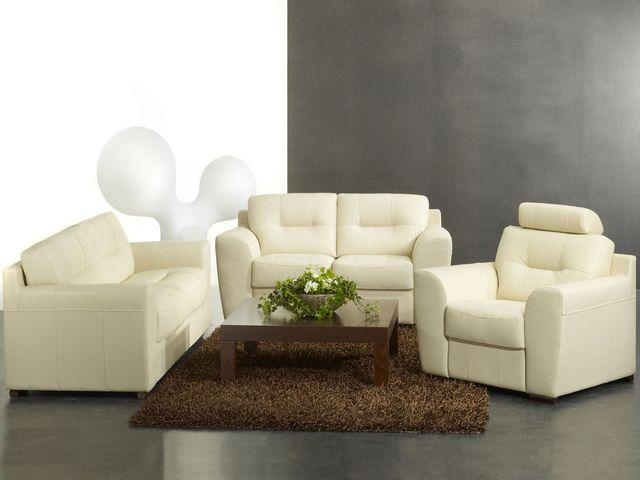 кожаный диван в финском интерьере