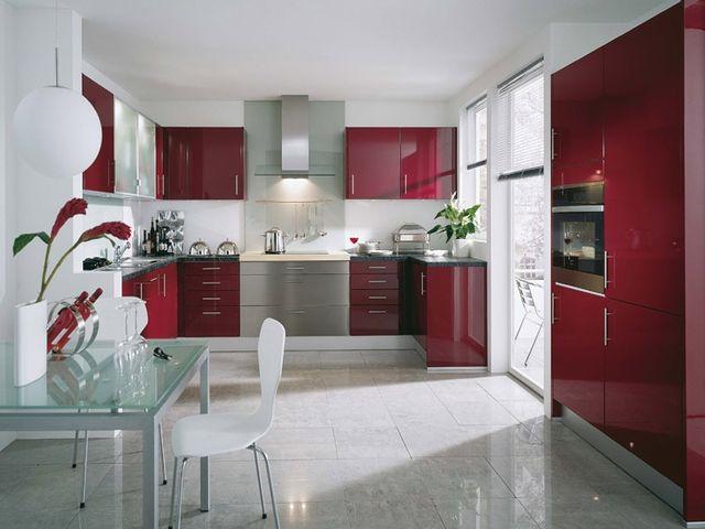 кухня модерн с кухонным гарнитуром