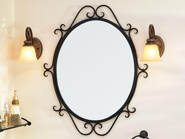 зеркало в кованой раме в ванной