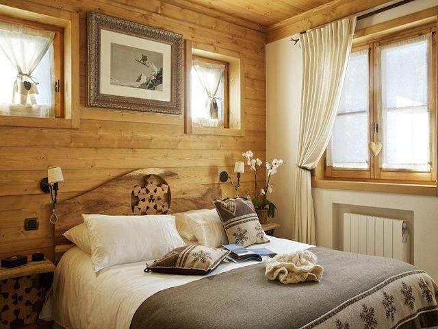льняные шторы в спальне шале