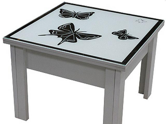 бабочки на столе