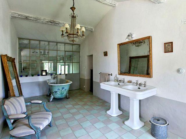 плиточный пол в кантри ванной