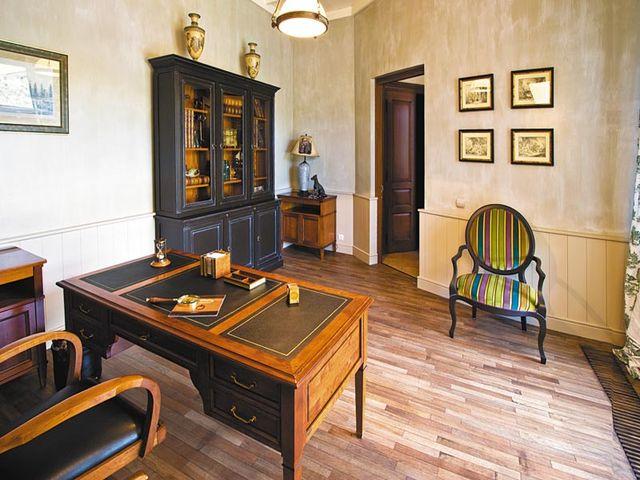 простая деревянная мебель в стиле гранж