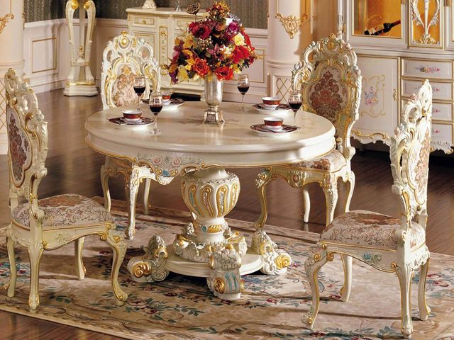 стол со стульями в стиле барокко