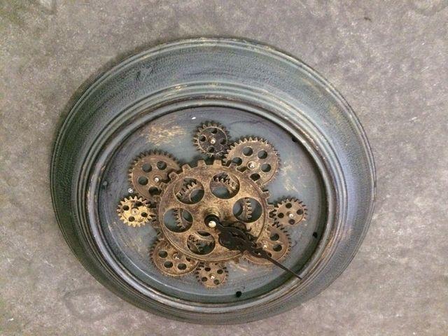 часы с шестеренками в стиле стимпанк