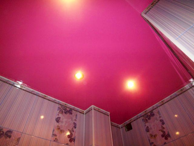 яркий тканевый потолок