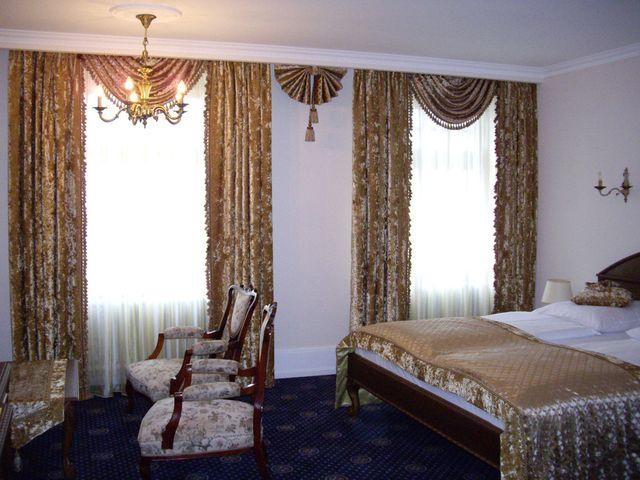 бархатные шторы с кисточками