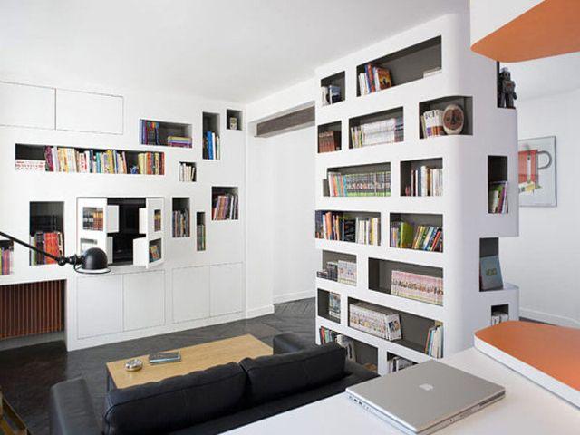 книжный стеллаж в стенной нише