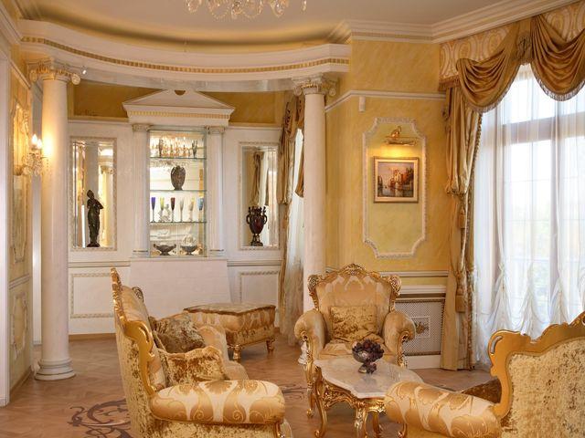 колонна в дворцовом стиле
