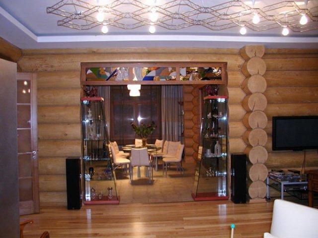 натяжной потолок в современном деревянном доме