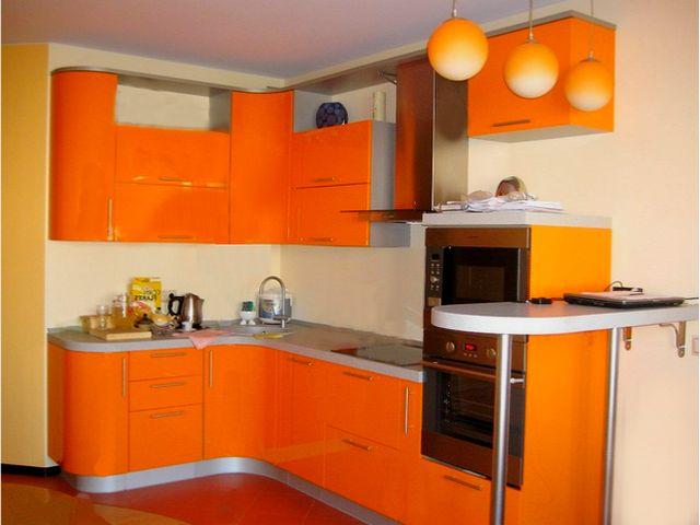 маленькая кухня в оранжевых тонах