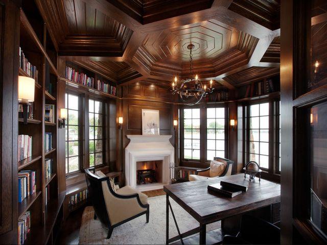 красивый потолок в деревянном доме