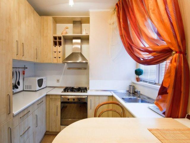 оранжевые шторы на кухне