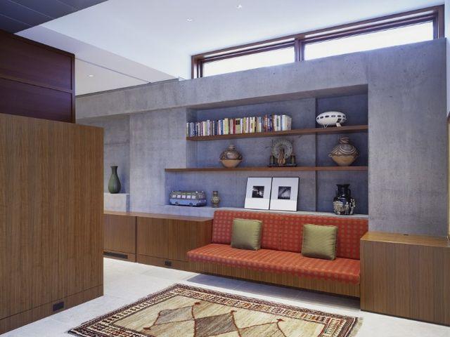 диван в стенной нише