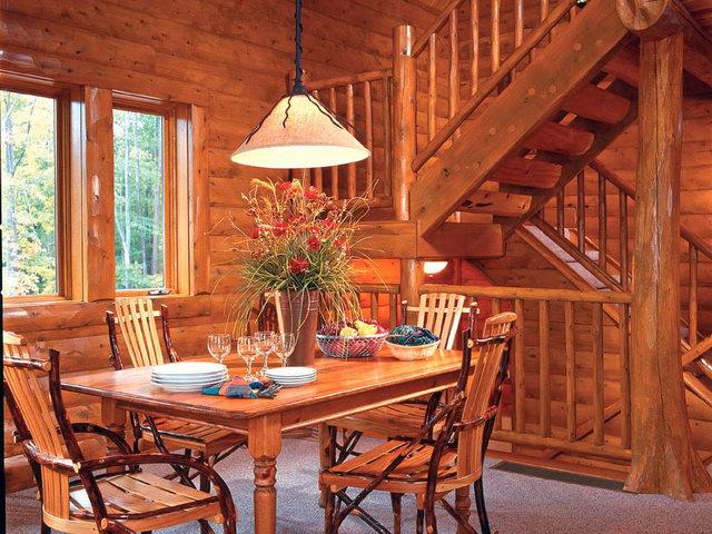 деревянная отделка внутри дачного дома
