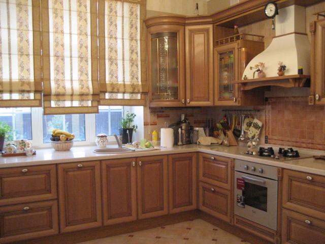 рабочая поверхность на кухонном подоконнике