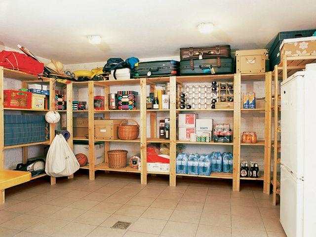 плиточный пол в кладовке