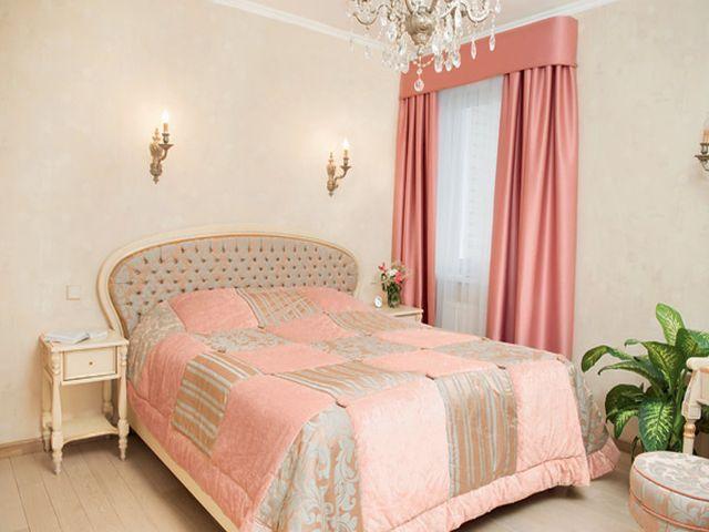 маленькая комната в нежно-розовых тонах