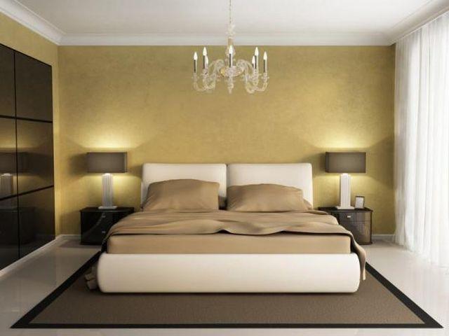 уютная квадратная спальня