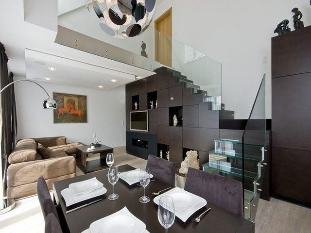 стеклянная лестница в гостиной