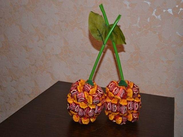 вишни из конфет