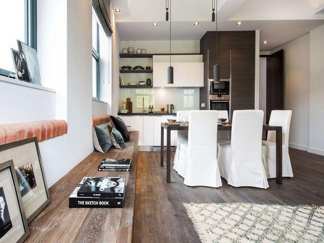 белые чехлы на мебели
