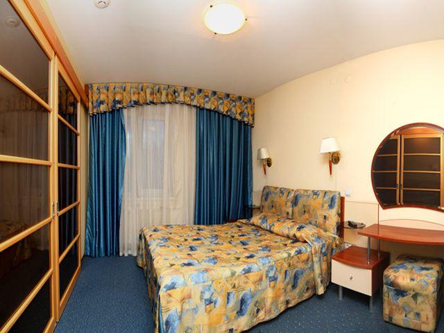 спальня размером 17 кв. метров