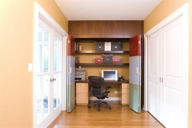 Дизайн рабочего кабинета в шкафу