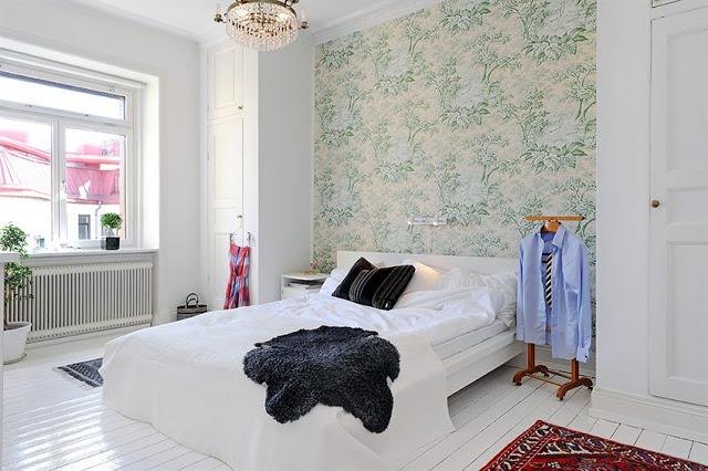 Скандинавское оформление обоями спальни